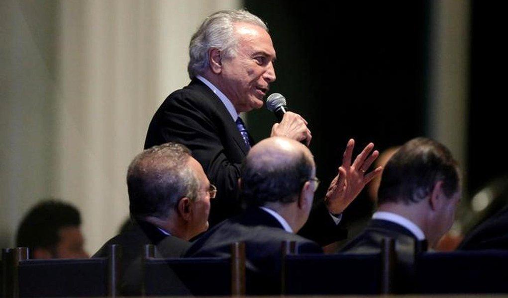 O presidente brasileiro Michel Temer fala durante reunião com membros de partidos da base governista na Câmara e com ministros no Palácio do Alvorada em Brasília, no Brasil 27/09/2016 REUTERS/Ueslei Marcelino