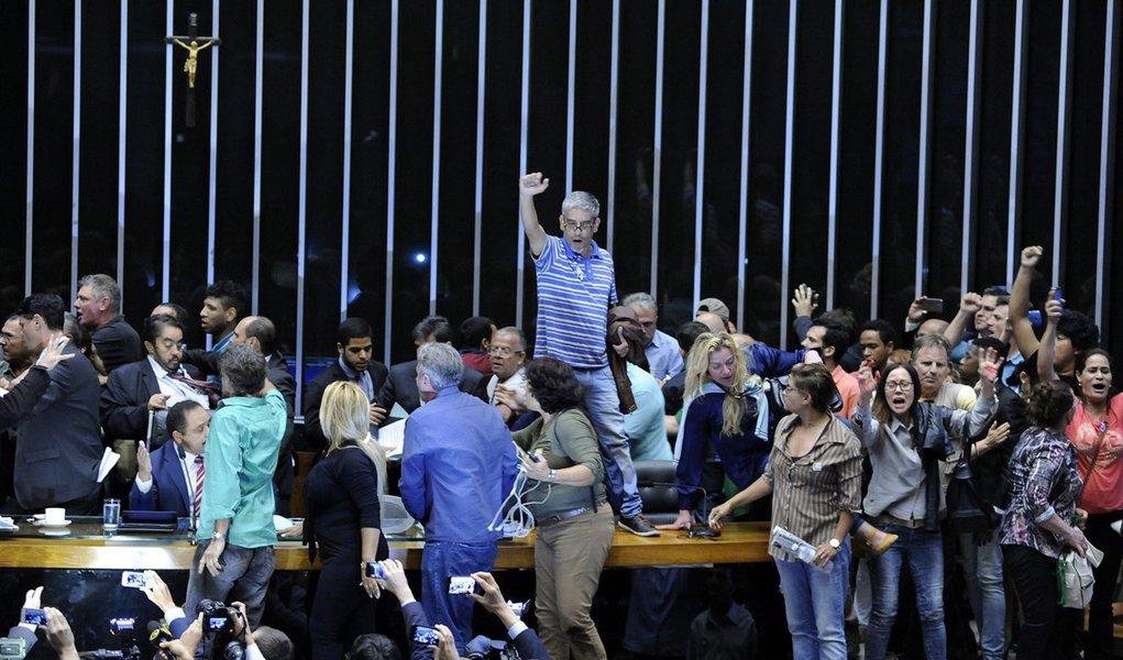 Brasília- DF- Brasil- 16/11/2016- Manifestantes invadem o plenário da Câmara dos Deputados. Foto: Lucio Bernardo Jr./ Câmara dos Deputados