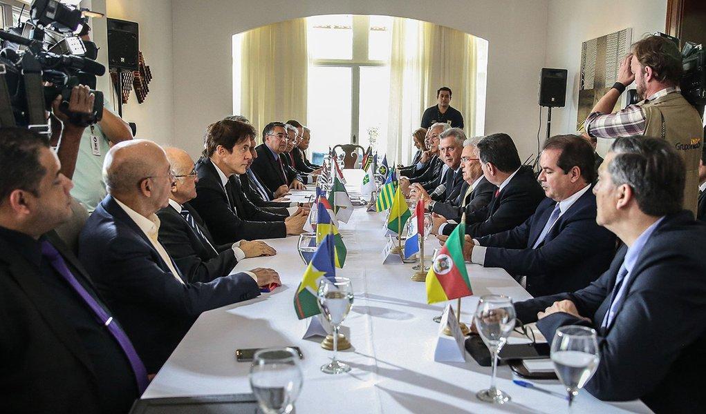 Brasília - O governador do DF, Rodrigo Rollemberg, reúne os integrantes do Fórum Permanente de Governadores para discutir a reforma da Previdência, na Residência Oficial de Águas Claras (José Cruz/Agência Brasil)