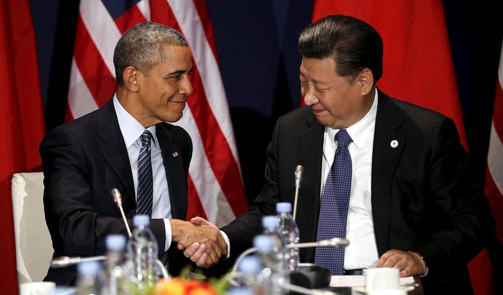 Presidente da China, Xi Jinping, e o presidente dos Estados Unidos, Barack Obama, durante encontro em Paris. 30/11/2015 REUTERS/Kevin Lamarque