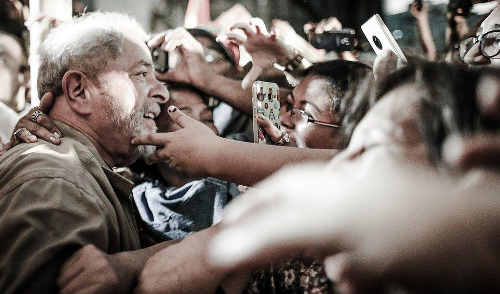28/09/2016- Campinas- SP, Brasil- Ex-presidente Luiz Inácio Lula da Silva participa de caminhada com o candidato a prefeitura de Campinas, Marcio Pochmann. Foto: Ricardo Stuckert / Instituto Lula