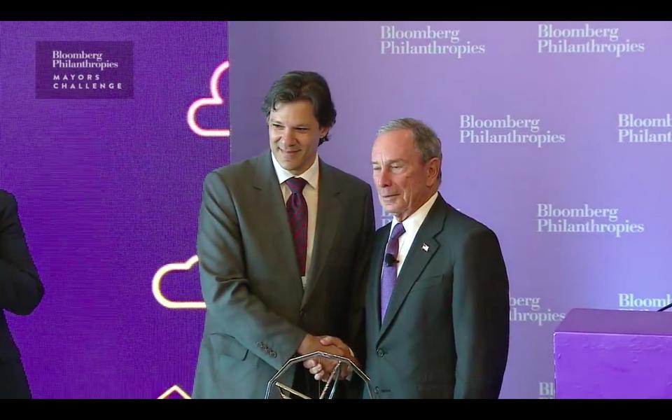 Fernando Haddad vence o Mayors Challenge 2016 e recebe o prêmio Michael Bloomberg