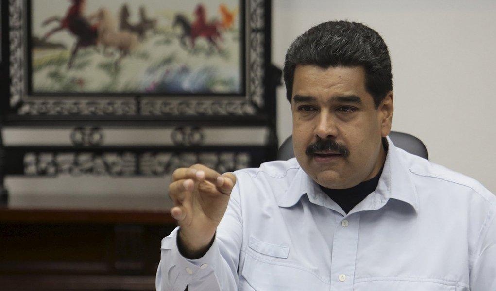 Presidente da Venezuela, Nicolás Maduro, em reunião com ministros no Palácio Miraflores, em Caracas. 07/09/2015 REUTERS/Palácio Miraflores/Divulgação via Reuters