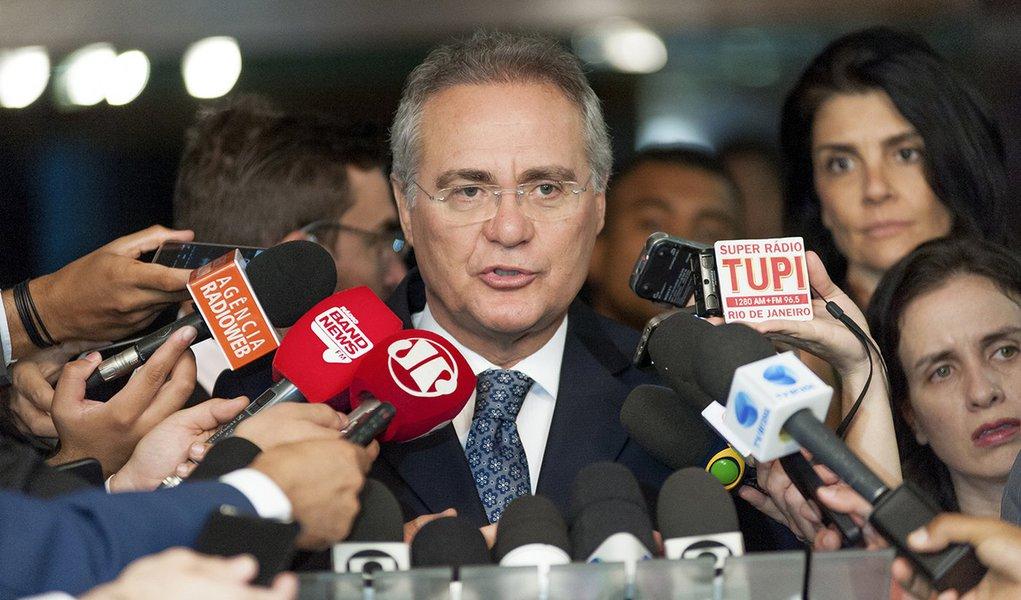 Presidente do Senado, senador Renan Calheiros (PMDB-AL), concede entrevista.