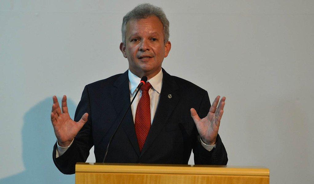 Brasília - O ministro das Comunicações, André Figueiredo, participa da posse do conselheiro da Agência Nacional de Telecomunicações (Anatel), Aníbal Diniz (Valter Campanato/Agência Brasil)