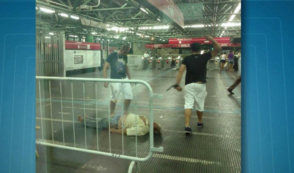 Ambulante é espancado até a morte no metrô Pedro II em São Paulo após defender homossexual