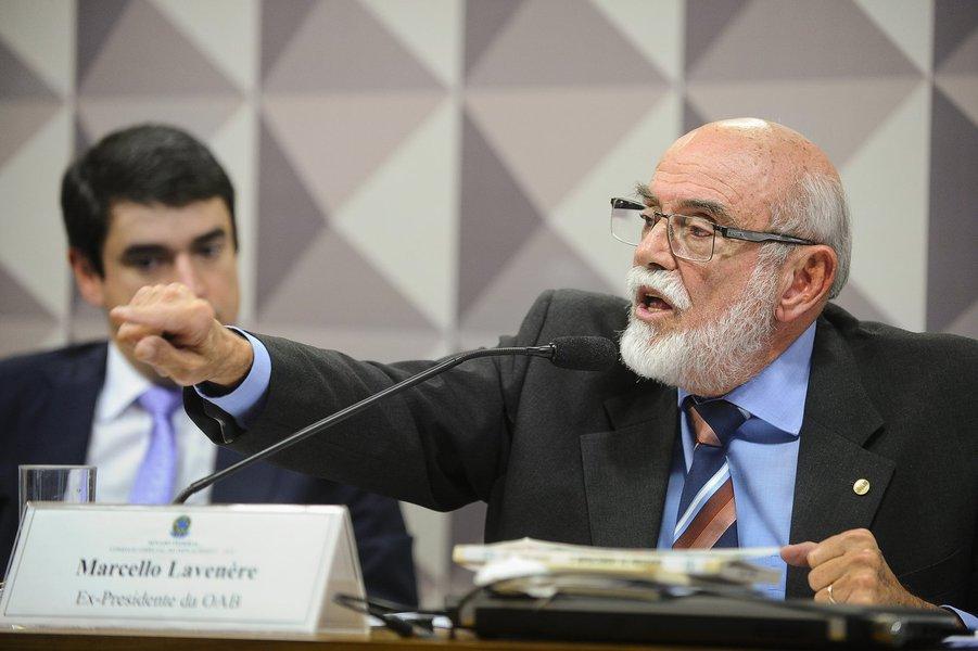 Brasília - O ex-presidente da Ordem dos Advogados do Brasil (OAB) Marcello Lavenère fala na Comissão Especial do Impeachment (Marcos Oliveira/Agência Senado)
