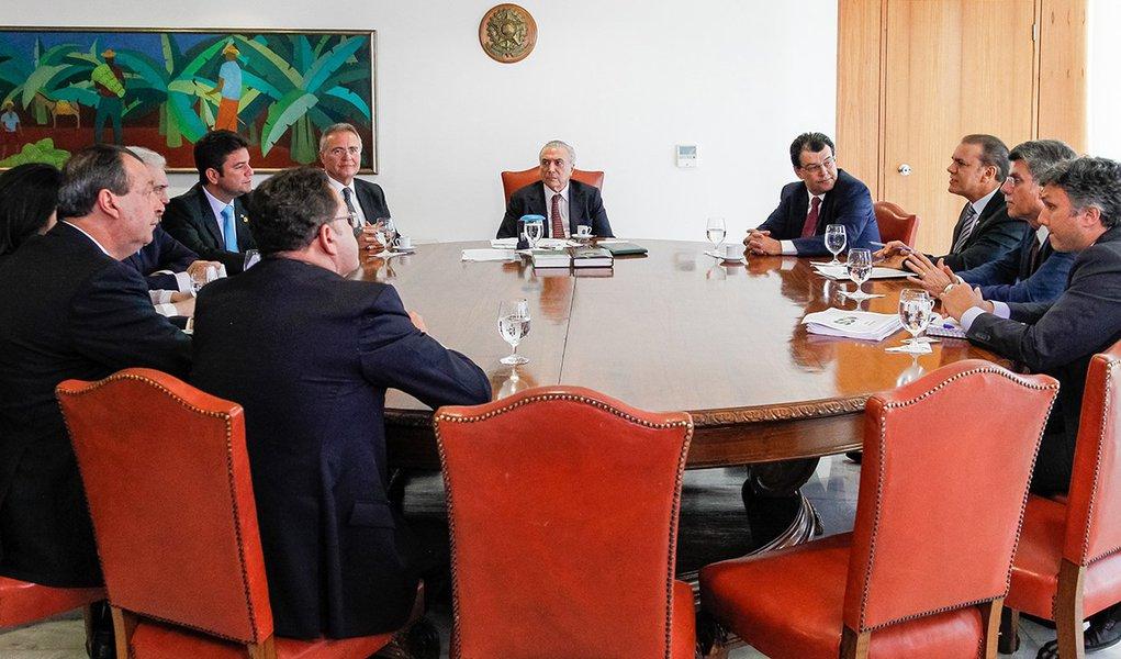 Brasília - DF, 05/07/2016. Presidente em Exercício Michel Temer recebe o senador Renan Calheiros, Presidente do Senado Federal, senador Otto Alencar (PSD/BA), senador Ataídes Oliveira (PSDB/TO). Foto: Beto Barata/PR