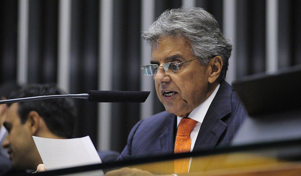 1º secretário da Mesa Diretora, dep. Beto Mansur (PRB-SP), lê o pedido de impeachment protocolado na Casa contra a presidente Dilma Rousseff