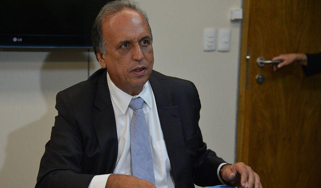 Brasília - O ministro da Fazenda, Nelson Barbosa reúne-se com o Governador do Rio, Luiz Fernando Pezão (Valter Campanato/Agência Brasil)