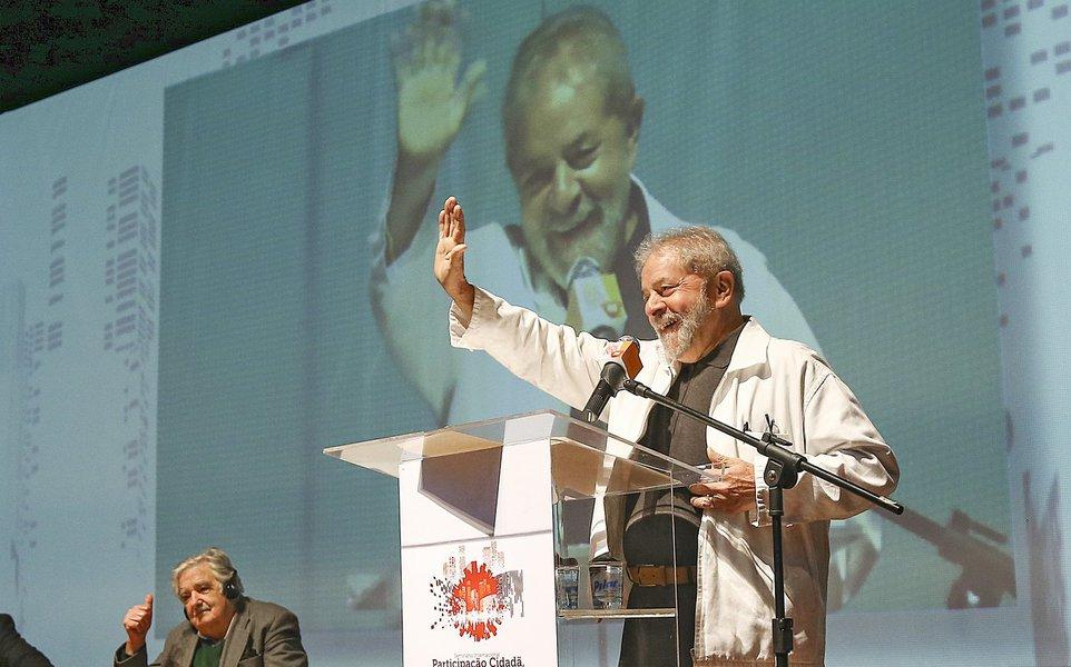 29/08/15- São Bernardo do Campo- SP- Brasil. Na manhã desse sábado (29), o ex-presidente Luiz Inácio Lula da Silva e José Mujica, ex-presidente do Uruguai e senador pelo país, participaram de uma mesa no seminário