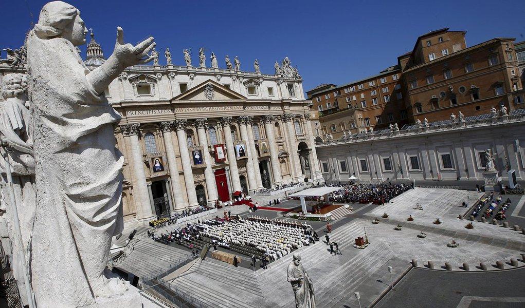 Vista geral da praça de São Pedro, no Vaticano 17/5/2015    REUTERS/Tony Gentile