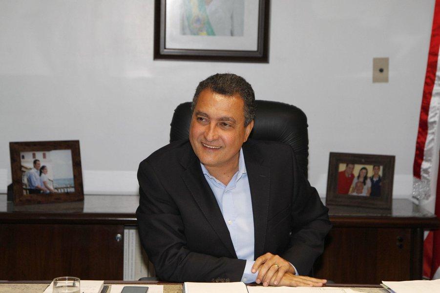 Rui Costa, governador da Bahia, � entrevistado por Patr�cia Fran�a do jornal A Tarde.