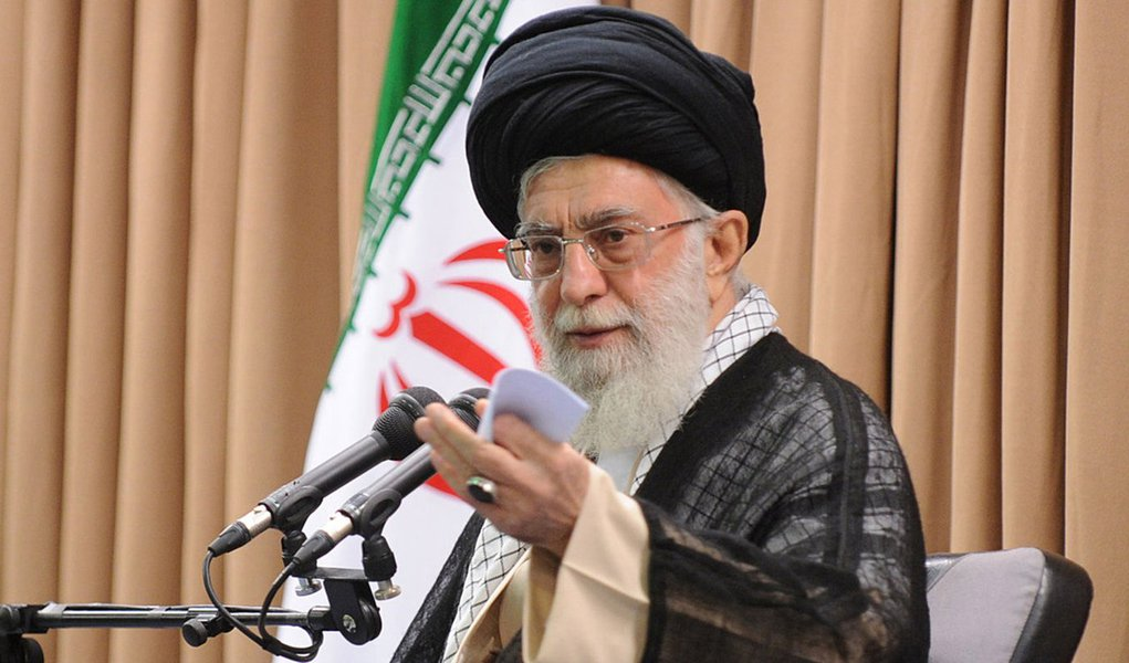 TEHRAN, IRAN - JULY 8:  Supreme Leader of Iran Ayatollah Ali Khamenei, gives a speech on the meeting in Tehran, Iran on 8 July, 2014. (Photo by Leader.ir - Pool/Anadolu Agency/Getty Images)