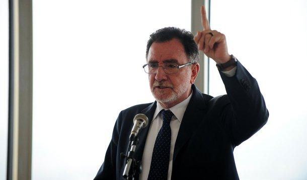O ministro do Desenvolvimento Agrário, Patrus Ananias, faz palestra na Universidade Cândido Mendes, no centro do Rio de Janeiro (Tânia Rêgo/Agência Brasil)