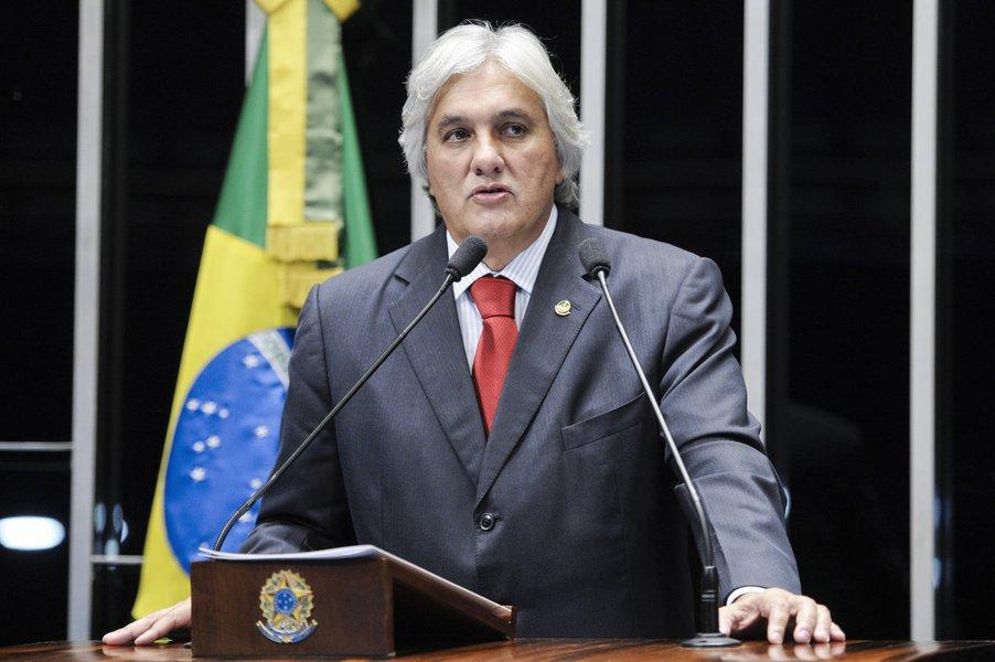 Senador Delcídio do Amaral (PT-MS) elogia as medidas de economia anunciadas pelo governo federal