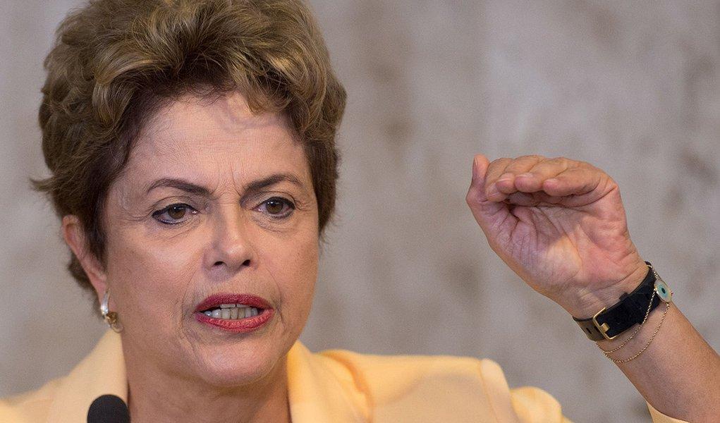A Presidenta Dilma Rousseff recebe os 56 competidores do Brasil na 43ª edição da WorldSkills, a olimpíada internacional de profissões técnicas ( Marcelo Camargo/Agência Brasil)