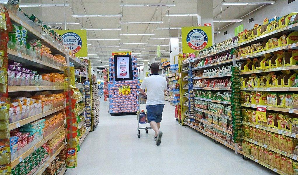 08/06/2015- Gastos do brasileiro crescerão em ritmo menor até 2019, mostra estudo. Lazer e bebidas não alcoólicas terão o menor aumento no consumo. Despesas anuais devem crescer 7%, contra média de 11% no passado.
