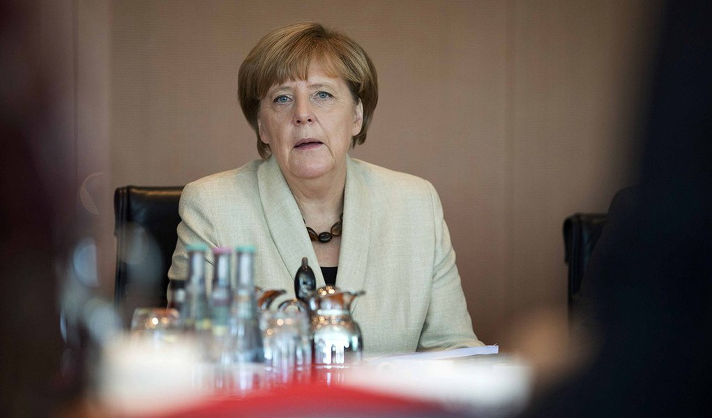 German Chancellor Angela Merkel leads the weekly cabinet meeting at the chancellery in Berlin, Germany, September 29, 2015.REUTERS/Axel Schmidt