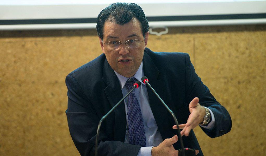 O ministro de Minas e Energia, Eduardo Braga, durante entrevista coletiva, anuncia deliberações da 158ª reunião do Comitê de Monitoramento do Setor Elétrico - CMSE (Marcelo Camargo/Agência Brasil)