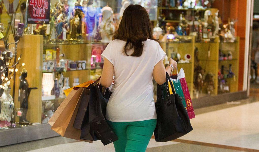 Movimentacao no shopping Iguatemi para compras de Natal.