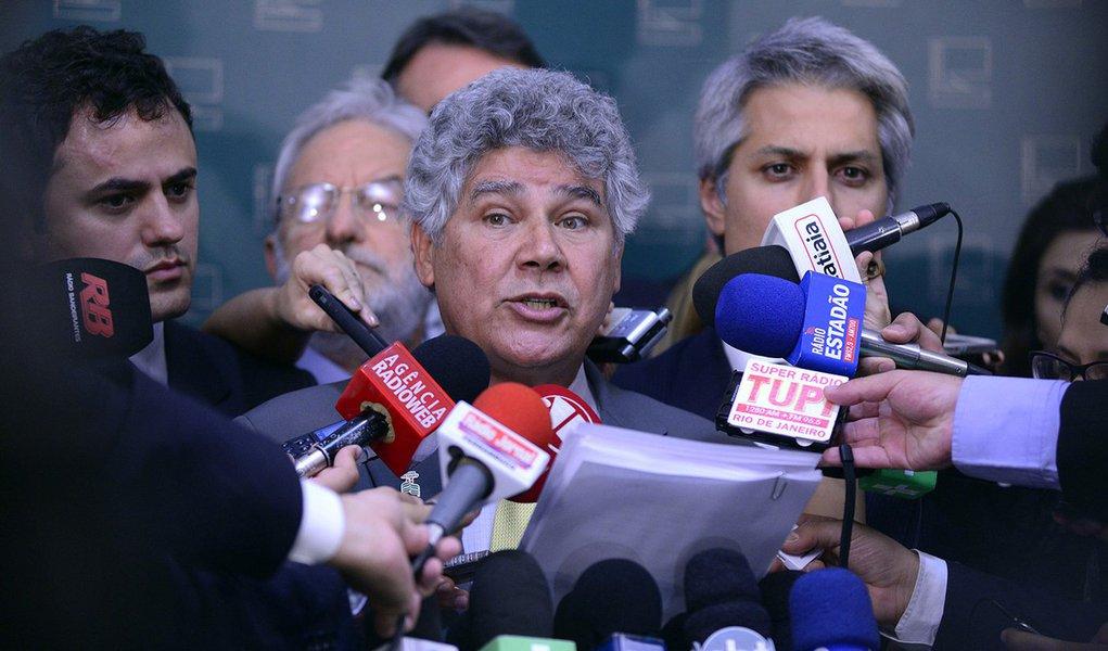 Líder do PSOL, dep. Chico Alencar (RJ), junto com parlamentares de outros partidos, concede entrevista coletiva Data: 20/08/2015 - Foto:Gustavo Lima - Câmara dos Deputados
