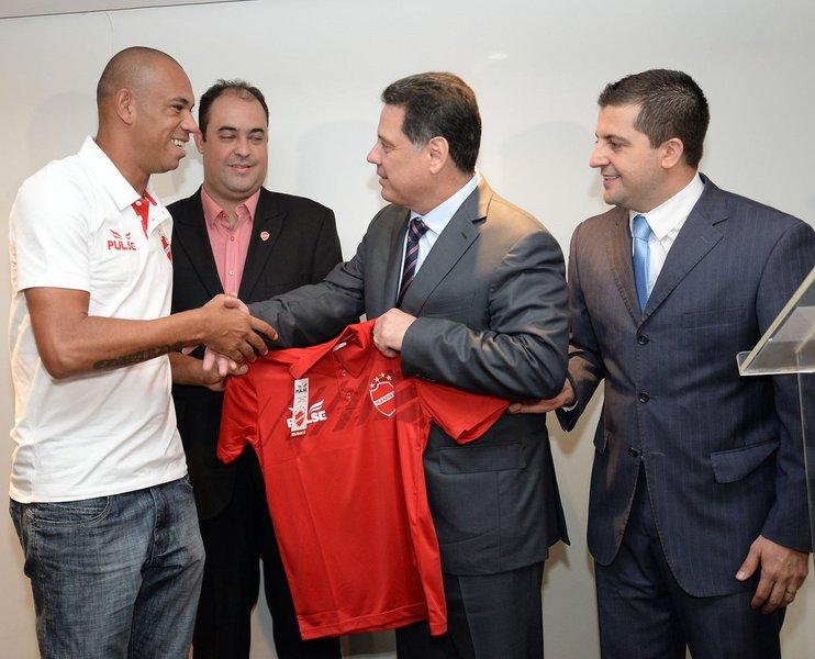 Governador Marconi Perillo recebe a Diretoria e o elenco do Vila Nova Esporte clube, campe�o da serie C