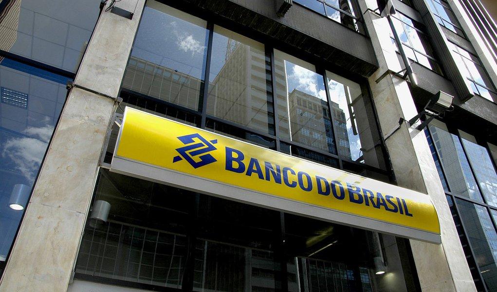 Banco do Brasil na Av. Paulista esquina com R. Augusta. Foto em 30 de abril de 2011.