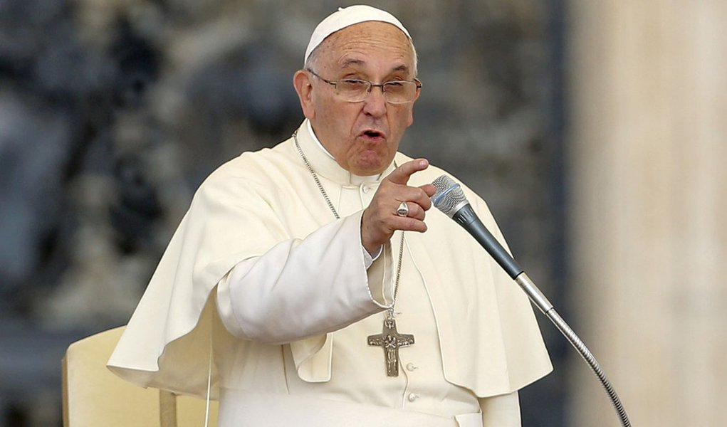 Papa Francisco discursa durante audiência na Praça São Pedro, no Vaticano. 14/06/2015 REUTERS/Giampiero Sposito