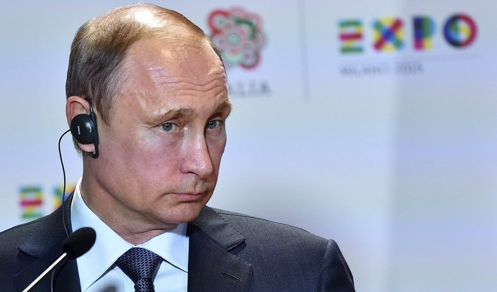 Presidente russo, Vladimir Putin, durante entrevista coletiva em Milão, em foto de arquivo.   10/06/2015   REUTERS/Flavio Lo Scalzo