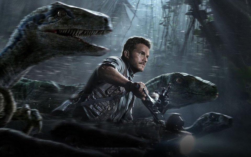 O protagonista vai à luta em companhia dos seus velociraptors amestrados