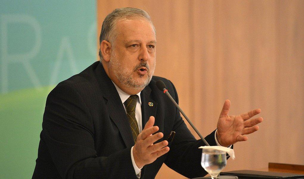 O ministro das Comunicações, Ricardo Berzoini,concede entrevista após reunião de coordenação política (José Cruz/Agência Brasil)