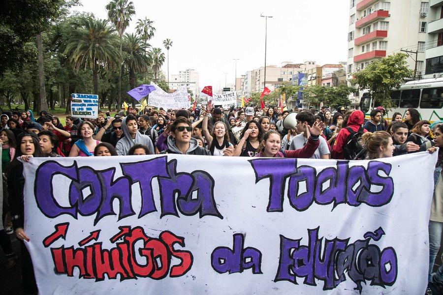 11/08/2016 - PORTO ALEGRE, RS - Ato do dia do Estudante - Contra Todos os Inimigos da Educação, na Escola Julio de Castilhos. Foto: Maia Rubim/Sul21