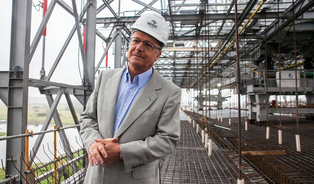 O governador Geraldo Alckmin durante vistoria das obras do Rodoanel Trecho Leste. DATA: 15/08/2013 LOCAL: Itaquaquecetuba/SP  FOTO: EDSON LOPES JR/A2 FOTOGRAFIA FOTO: EDSON LOPES JR/A2 FOTOGRAFIA
