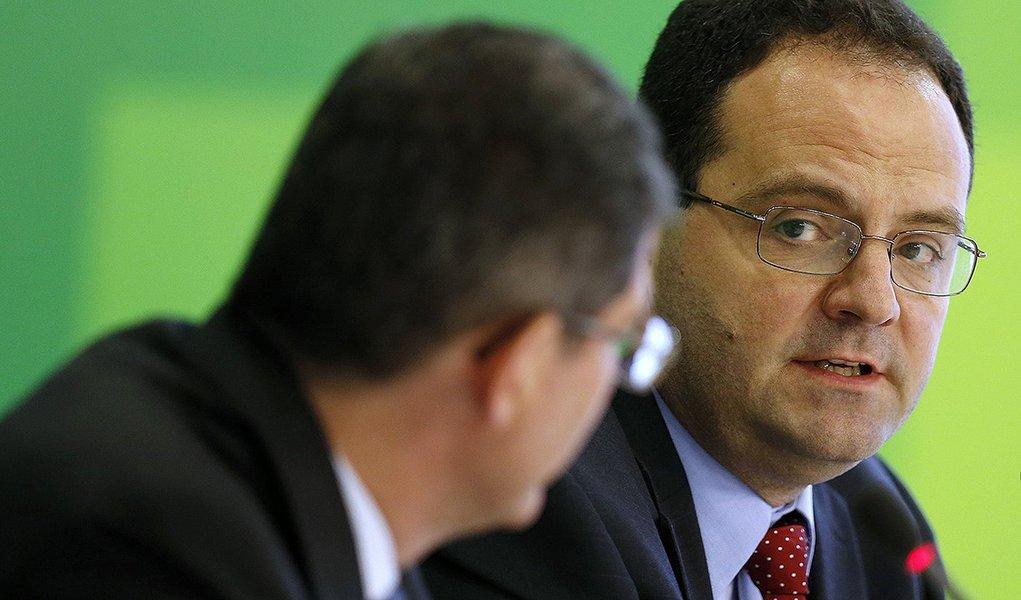 O indicado para o Ministério do Planejamento, Nelson Barbosa, concede entrevista coletiva em Brasília nesta quinta-feira. 27/11/2014 REUTERS/Ueslei Marcelino