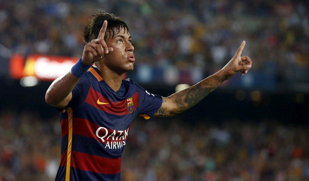 Neymar, do Barcelona, comemora gol contra a Roma em amistoso no estádio Camp Nou, em Barcelona, na Espanha, no início do mês. 05/08/2015 REUTERS/Albert Gea