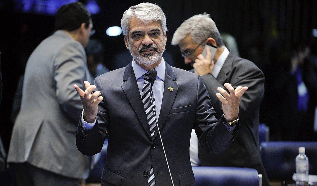 Plenário do Senado Federal durante sessão deliberativa ordinária.  Em discurso, senador Humberto Costa (PT-PE).  Foto: Moreira Mariz/Agência Senado