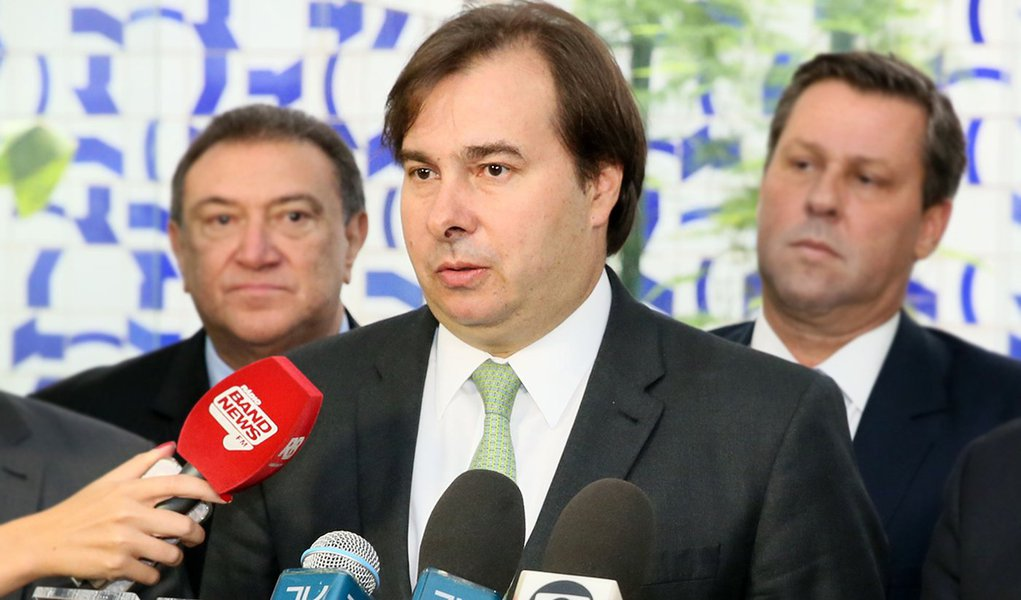 Rodrigo Maia concede entrevista ao lado de Júlio Borges, Presidente da Assembléia Nacional da VenezuelaData: 08/02/2017