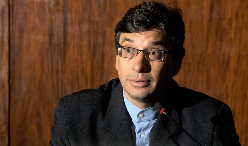 Data: 03/05/2011Editoria: BrasilReporter: Paulo de TarsoPauta: Apresentacao do programa de combate a miseria pela Ministra do Desenvolvimento Social.Personagem: Marcio Pochmann, IPEAFoto: Ruy Baron/Valor