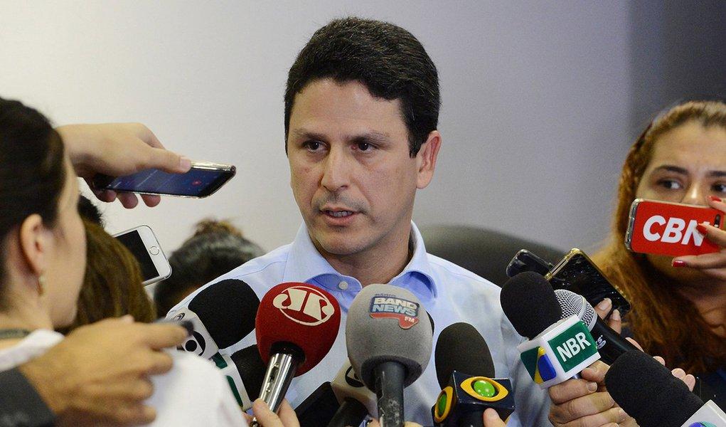 Brasília - O Ministro das Cidades, Bruno Araújo concede entrevista a imprensa (Domingos Tadeu/Agência Brasil)