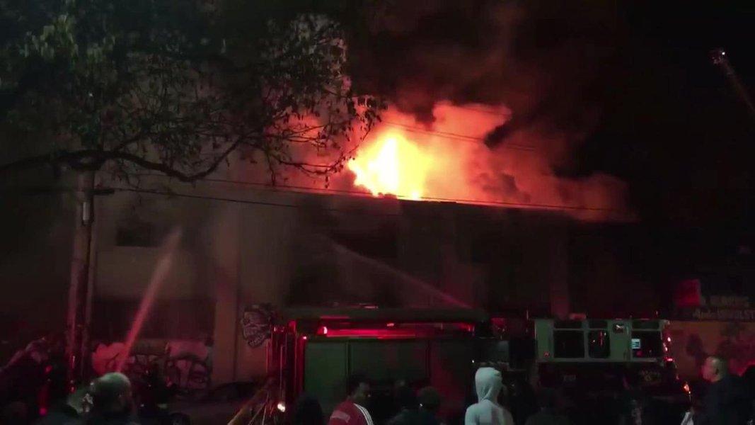 Incêndio em festa em Oakland, Califórnia, deixa 9 mortos e 25 desaperecidos