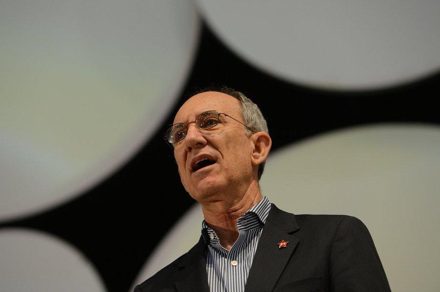 Bras�lia - Contag realiza congresso de trabalhadores rurais em Bras�lia. O presidente nacional do PT, Rui Falc�o, participaram do evento.