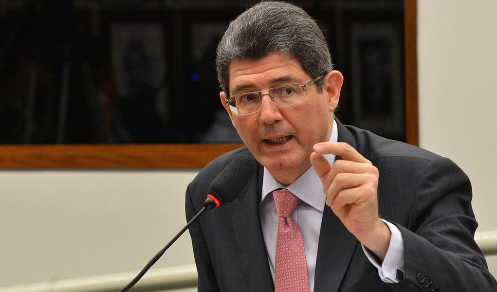 O ministro da Fazenda, Joaquim Levy, participa da audiência na Comissão de Defesa do Consumidor da Câmara para discutir a Operação Zelotes, da Polícia Federal (José Cruz/Agência Brasil)