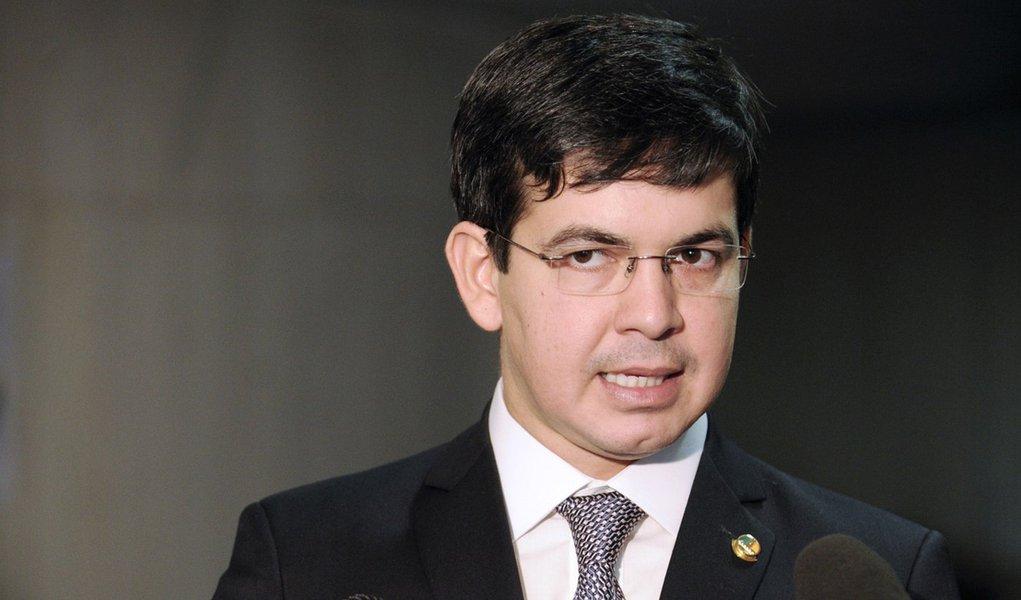 Senador Randolfe Rodrigues (PSOL-AP) concede entrevista.  Foto: Jefferson Rudy/Agência Senado