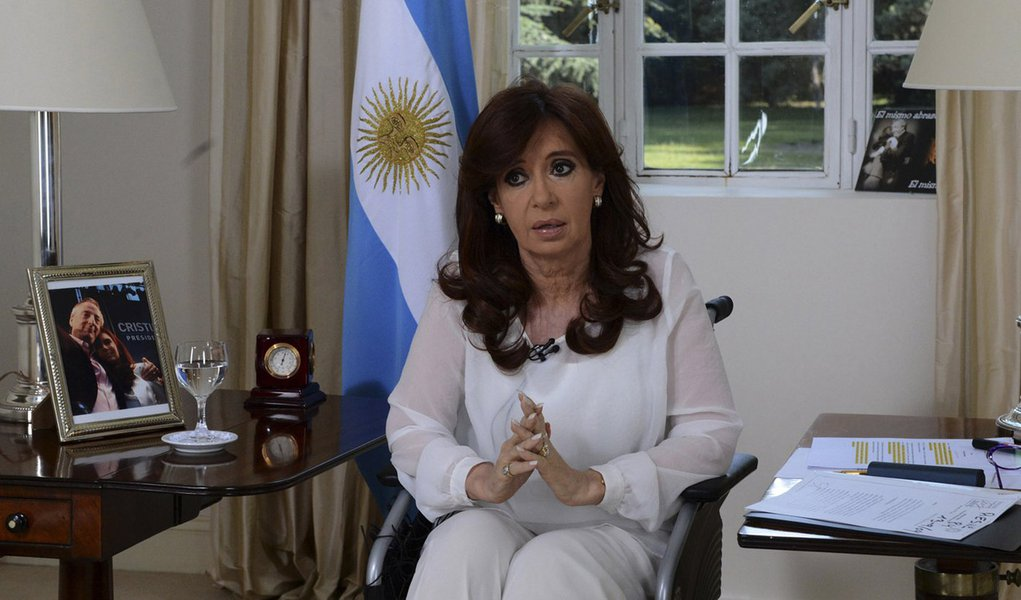 A presidente da Argentina, Cristina Kirchner, fala à nação em Buenos Aires, em janeiro. 26/01/2015 REUTERS/Presidência da Argentina/Divulgação