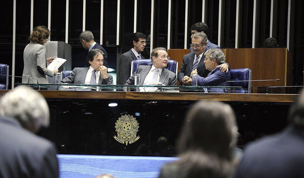 Plenário do Senado durante sesão não deliberativa.  Mesa: senador Eunício Oliveira (PMDB-CE); senador presidente do Senado Federal, senador Renan Calheiros ( PMDB-AL); senador Jorge Viana (PT-AC).  Foto: Moreira Mariz/Agência Senado