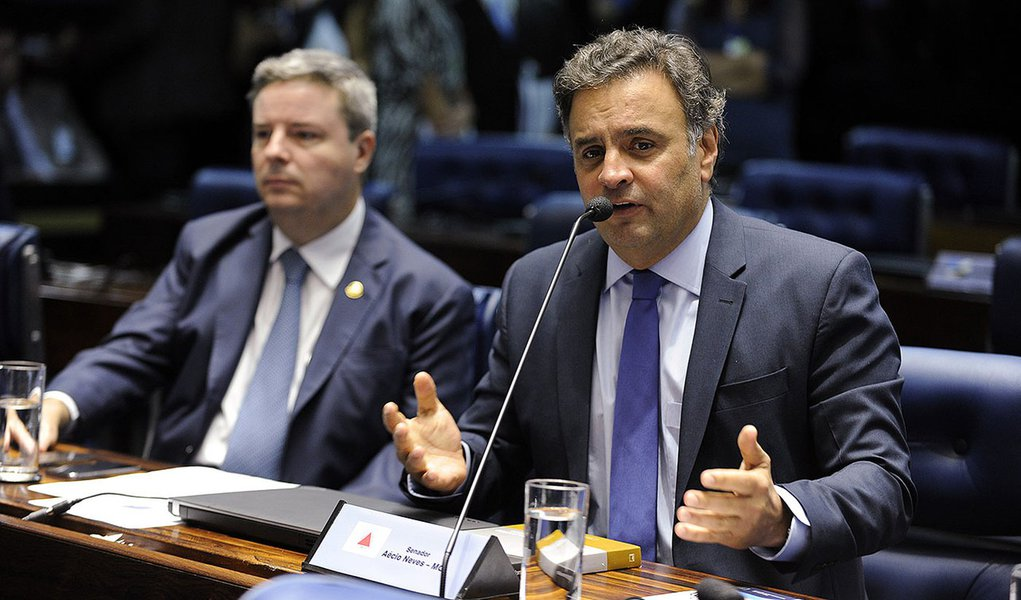 Plenário do Senado durante sessão deliberativa ordinária.  Em pronunciamento, senador Aécio Neves (PSDB-MG). À esquerda, senador Antonio Anastasia (PSDB-MG)  Foto: Moreira Mariz/Agência Senado