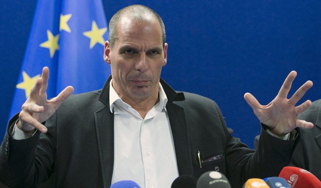 Ministro das Finanças grego, Yanis Varoufakis, concede entrevista em Bruxelas. 20/02/2015 REUTERS/Yves Herman