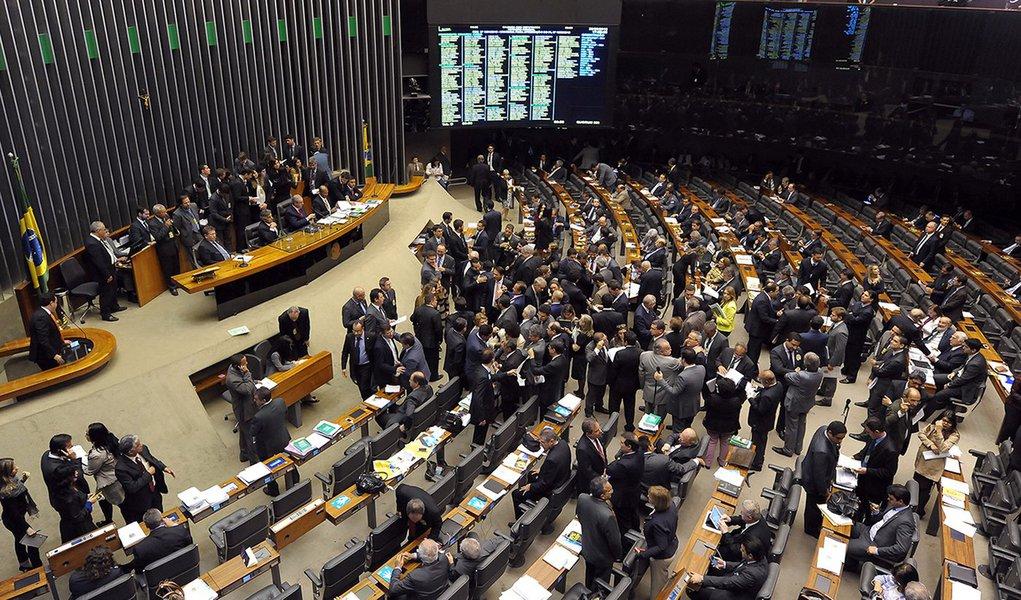 30/06/2015 -Brasília - DF - Brasil - Sessão no plenário da Câmara que discutirá a proposta de redução da Maioridade penal (PEC 171/93). Foto: Gustavo Lima/ Câmara dos Deputados