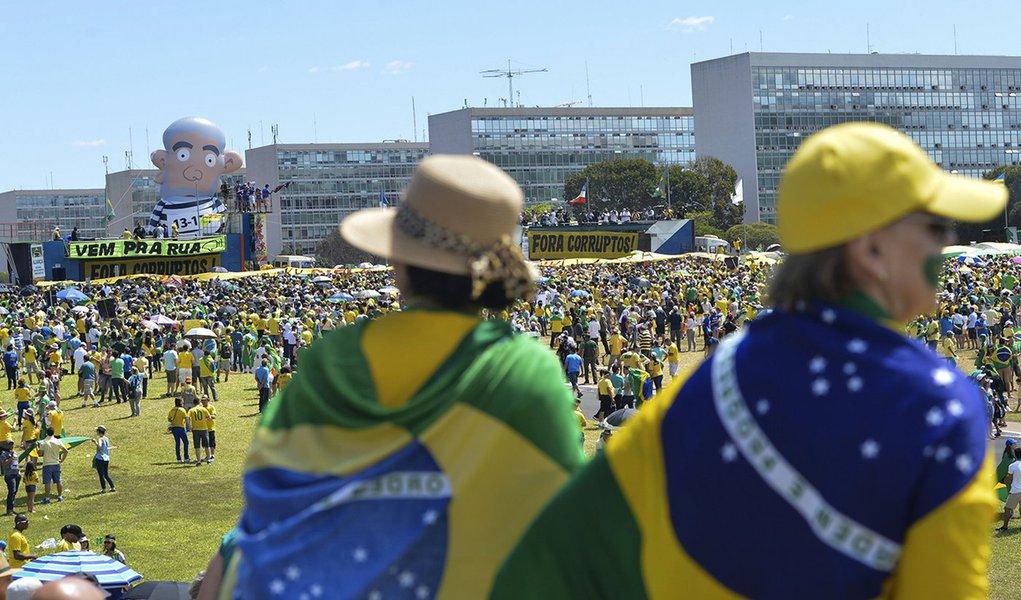 Manifestações convocadas por organizações contrárias ao governo ocorrem com tranquilidade na Esplanada dos Ministérios (Antonio Cruz/Agência Brasil)